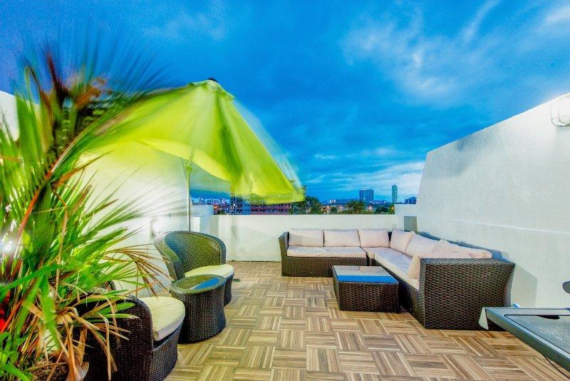 Private Rooftop Jacuzzi Villa w/BBQ billard ★★★★★