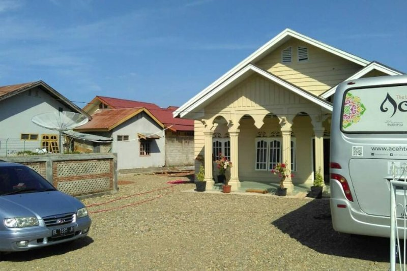 Ulka Guest House, 'Feel Your Own House in the town', vacation rental in Banda Aceh