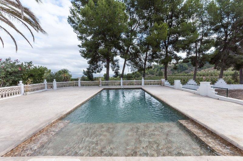 GURUGU - Villa for 12 people in Villanova de Castelló, holiday rental in Manuel