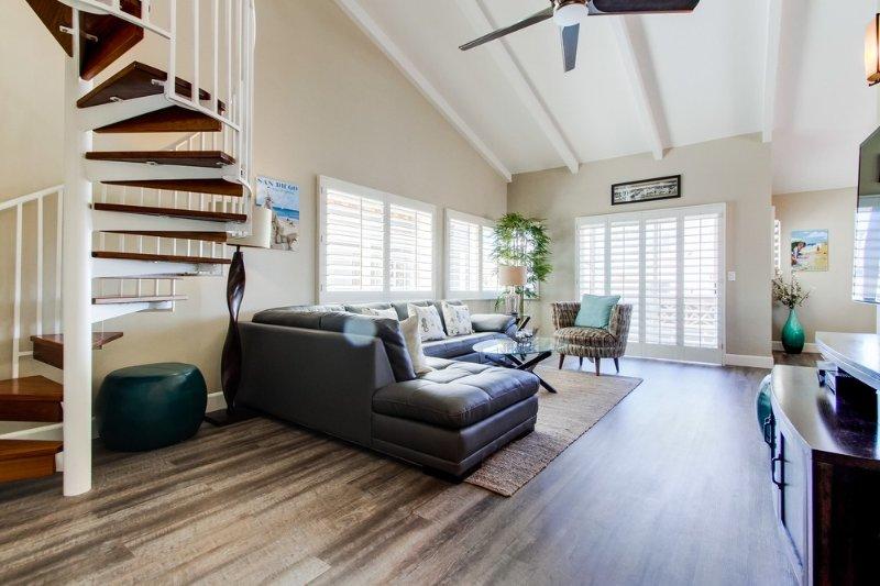 Nice open floor-plan with high ceilings