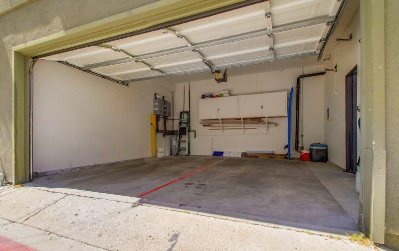Garage für 2 Autos mit einem Spot
