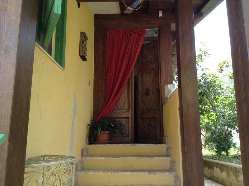 Ashram, deliziosa casa di campagna fino a 10 posti letto, location de vacances à Itri