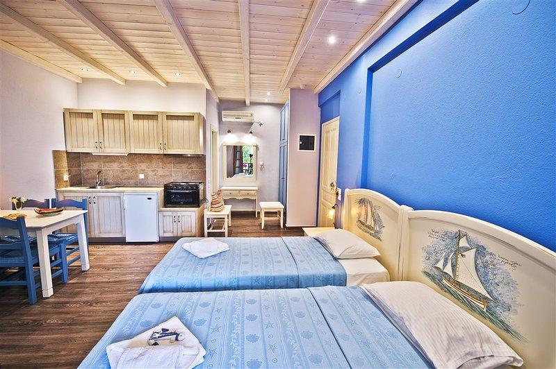 Flamingo Superior Studio Blue with Garden View, vacation rental in Chorefto