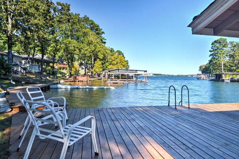 Lake Cabin w/Dock in Hot Springs National Park!, holiday rental in Lake Hamilton