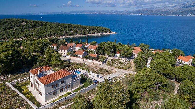 Charming villa with swimming pool, Brac island