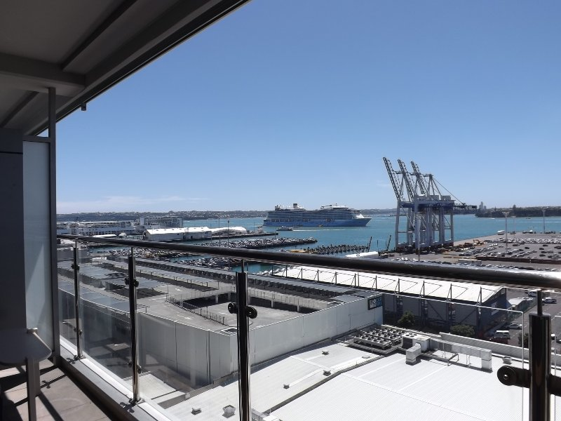 CBD Water Front 180° Harbor view at Transport Hub, holiday rental in Auckland Central