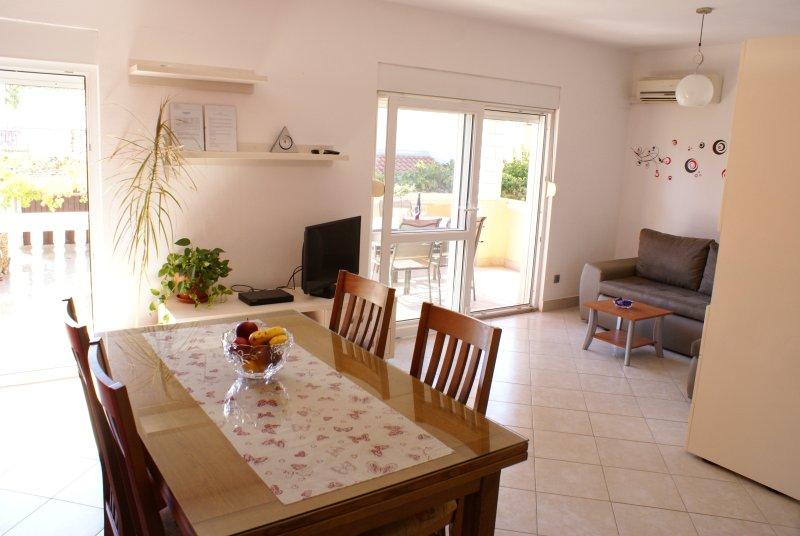SPLIT - PODSTRANA Apartment MAJA, holiday rental in Podstrana