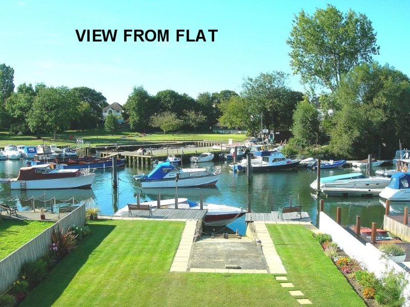 CHRISTCHURCH RIVERSIDE FLAT with Fishing available, vacation rental in Christchurch
