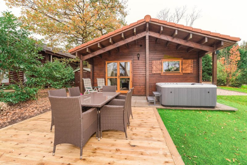 WATERSIDE LODGE 2 DUCK LAGOON TATTERSHALL. PRIVATE FISHING/HOT TUB/LOG BURNER., vacation rental in Tattershall