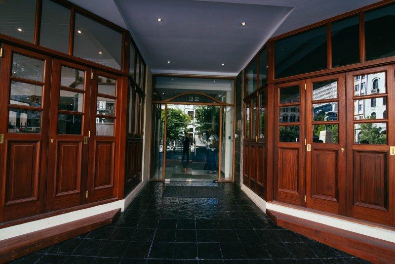 La entrada al edificio.