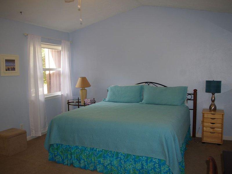 Kingsize-Bett im Obergeschoss Schlafzimmer