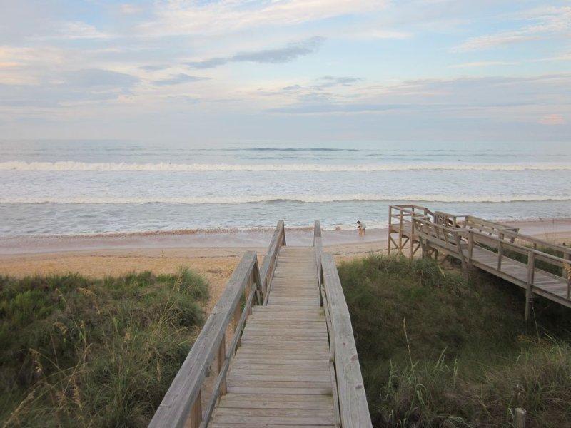 Acceso Barrio playa antes de los huracanes.