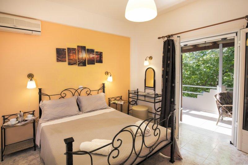 Amazing Apartment by Dassia beach, Corfu, holiday rental in Dassia