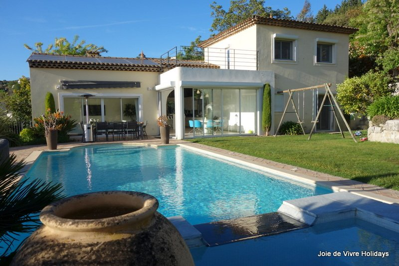 JdV Holidays Villa Valeriane, 4 bed 4 bath, air conditioned, walking to village, location de vacances à Biot