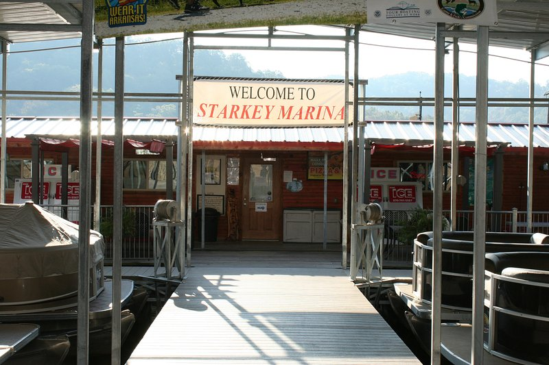 Starkey Marina is a 5 minute drive from the house for boat rental, fishing, pizza and water fun.