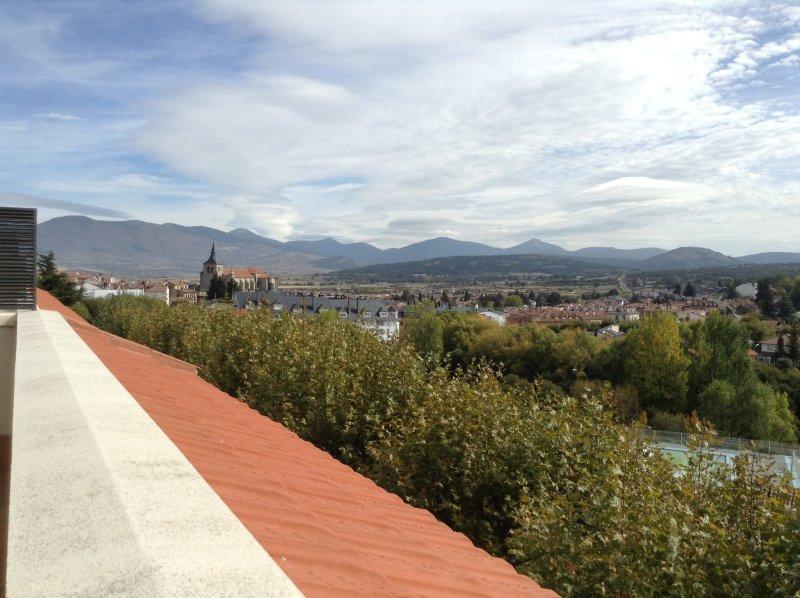 étage du centre-ville à Espinar avec une vue magnifique. Vue du salon terrasse