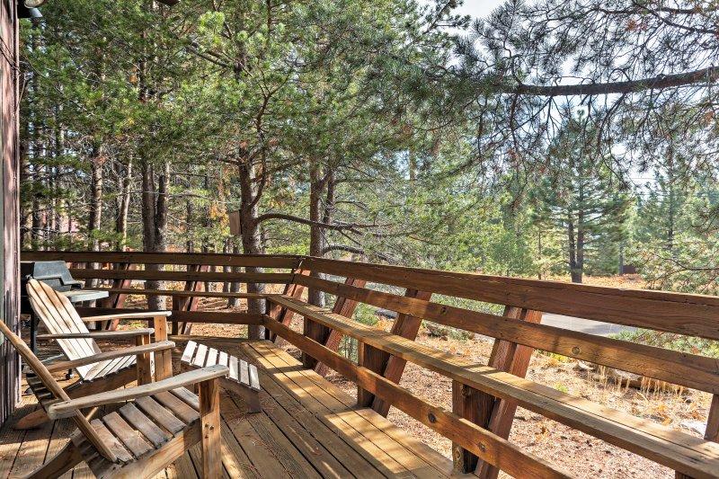 Questa casa accogliente offre un facile accesso al Tahoe Donner Downhill Ski Area!