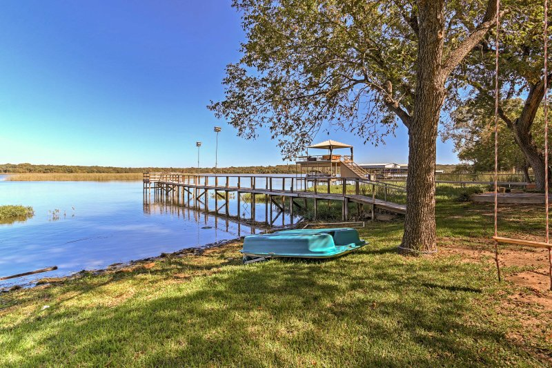 Experience a country-style getaway at this charming Fort Worth vacation rental!