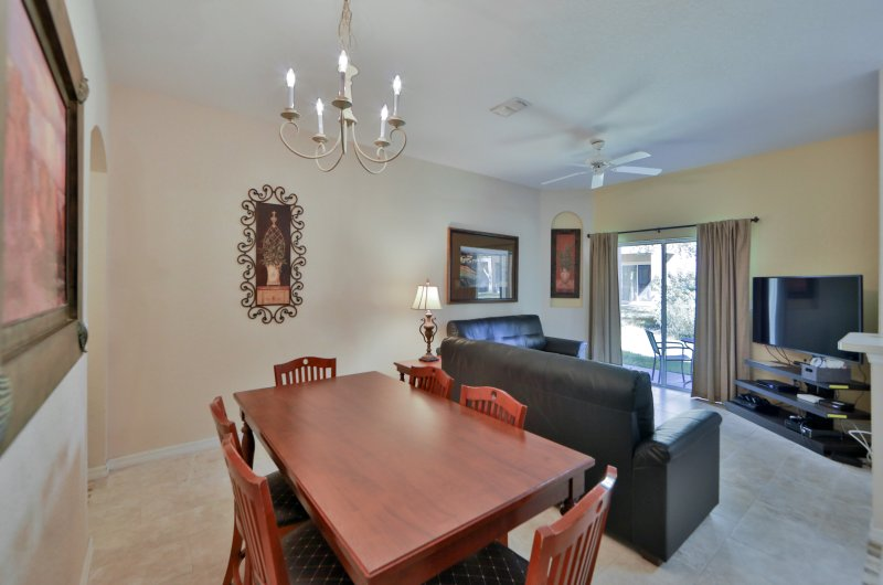 Ground floor living and dining room, with 55' TV