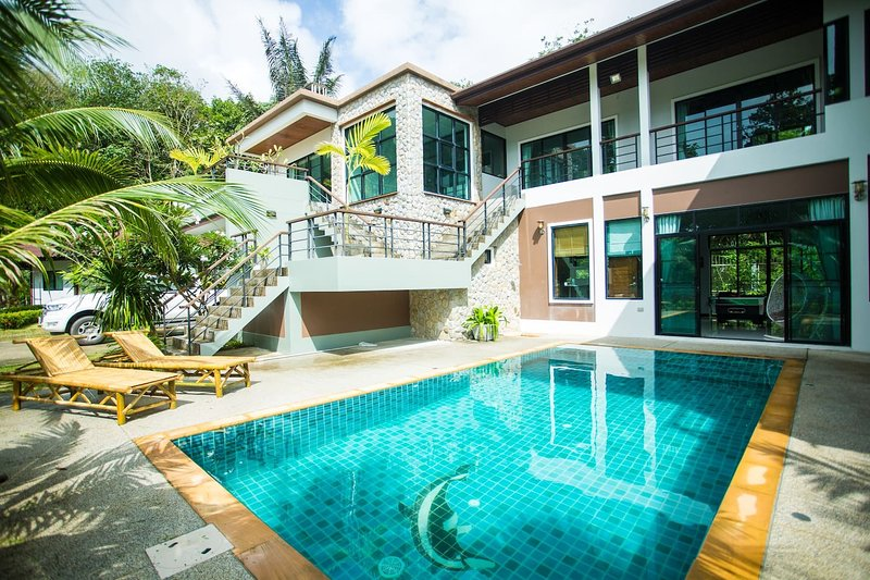 8 bedrooms with private pool luxury villa, holiday rental in Kamala