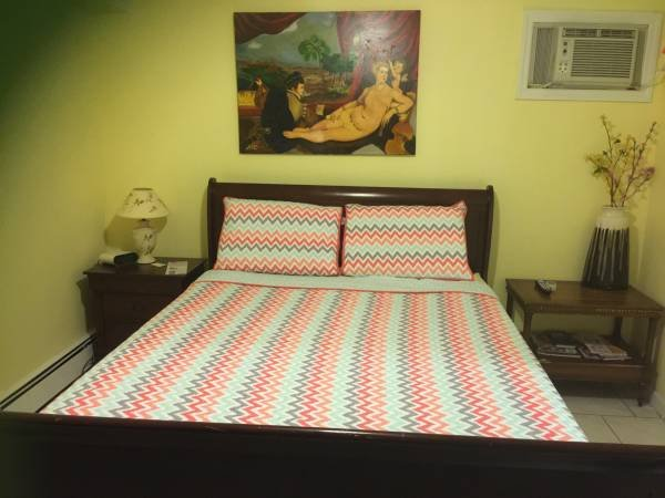 Queens finest room, holiday rental in Ozone Park