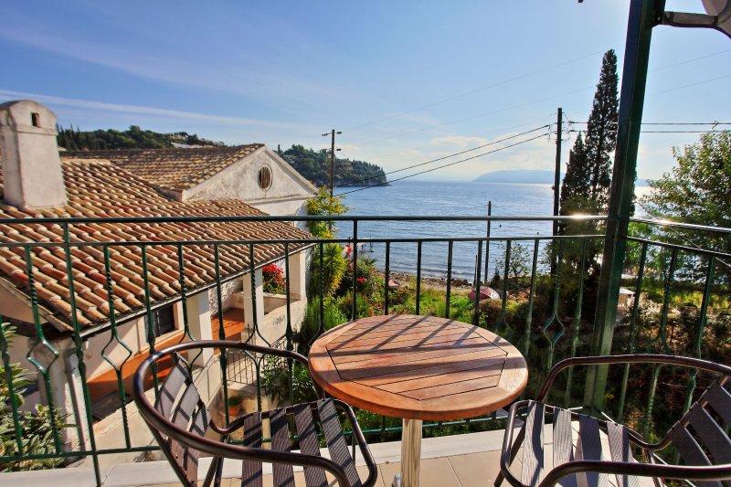Zoulis Andonis: Spacious village apartment, a few steps away from Kalami beach, location de vacances à Kalami