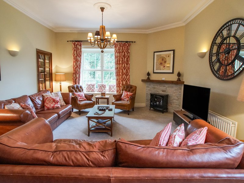 BAKER'S REST, over first and second floors, views of Helm Crag, in Grasmere, holiday rental in Grasmere
