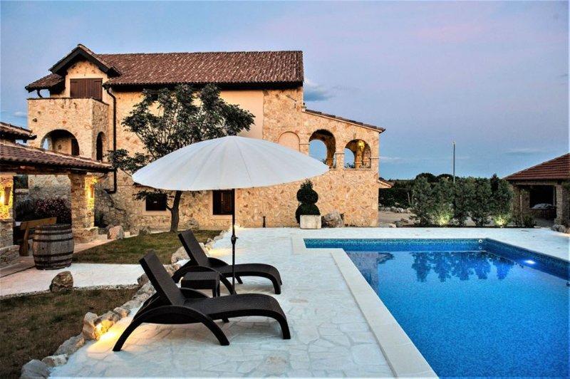 Maison de vacances avec piscine, zone Sibenik