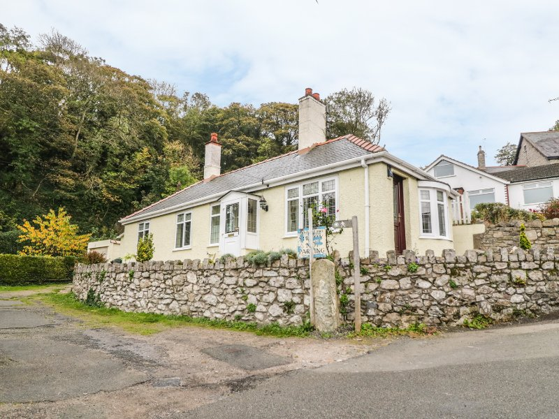 LLIDIART CERRIG, romantic, en-suite bedroom, pet friendly, in Dyserth, Ref, holiday rental in Axton