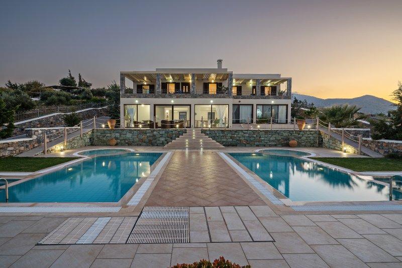 Family-Friendly Large Anemomylos Villa★w/Heated Pool★Jacuzzi★ Sea Views, vacation rental in Agia Pelagia