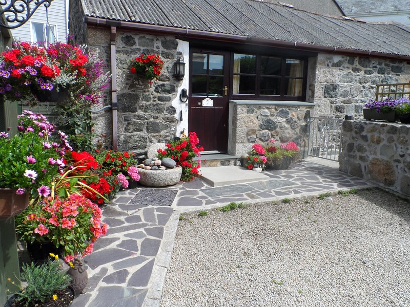 FORGET ME NOT, WiFi, all ground floor, romantic barn conversation in St, location de vacances à St Keverne