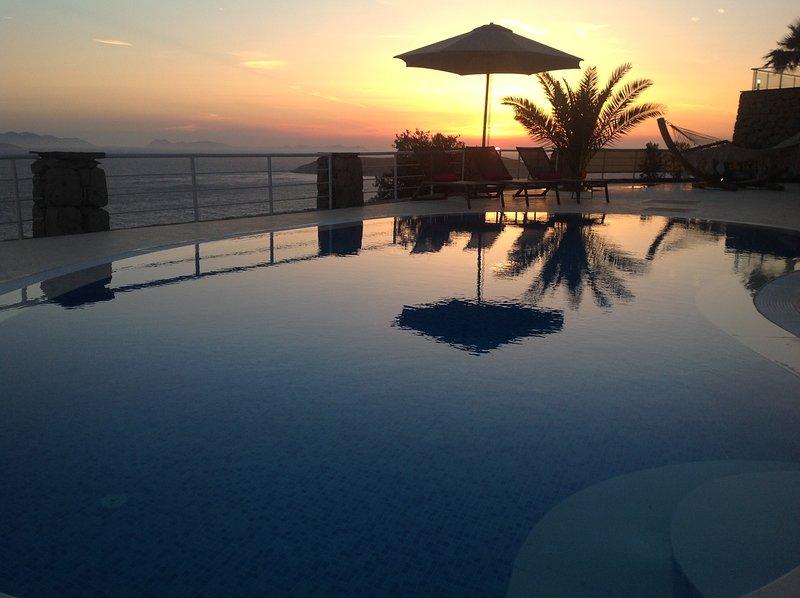 Moonlight Villa between Yalikavak and Gumusluk, Private Pool, Open Sea Views, holiday rental in Gumusluk
