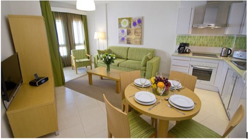 Bonito Apartamento en la playa, holiday rental in Benalmadena
