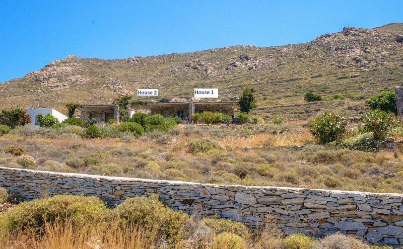 Haus 1 ist das Recht der beiden notierten Traumhäuser. Stein gebaut perfekt in die Landschaft passen.