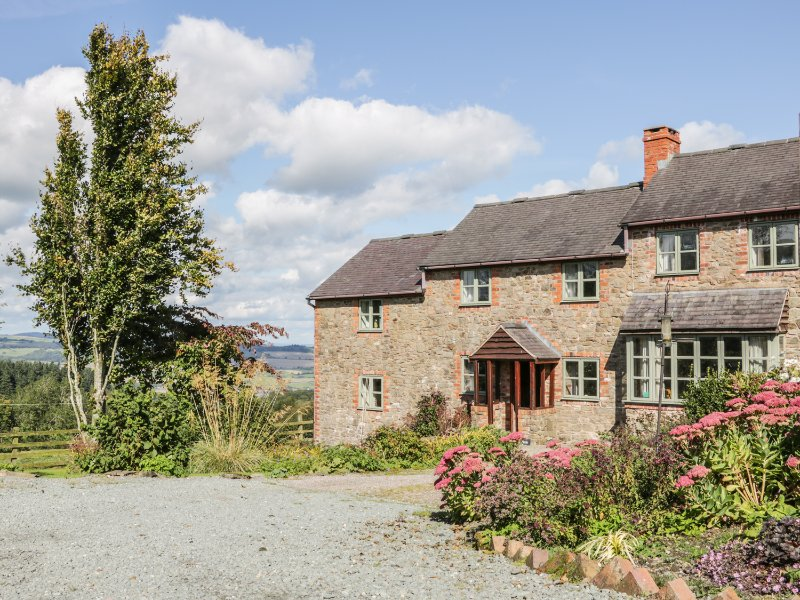 CURLEW COTTAGE, cosy retreat, enclosed garden, countryside, in Minsterely, Ref, vacation rental in Dorrington