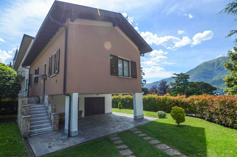 VILLA PARCO- Apartment with lake view, Private Parking and Garden, vacation rental in Bellagio