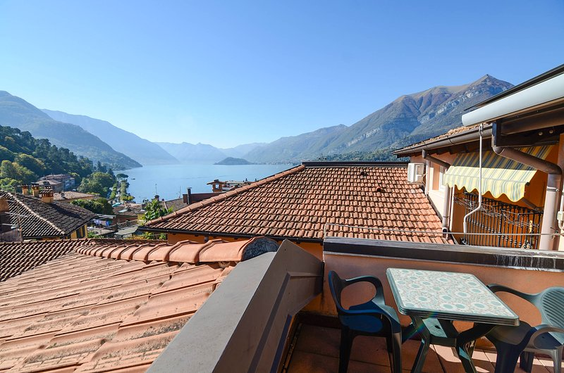 Studio with balcony and lake view!, holiday rental in Bellagio