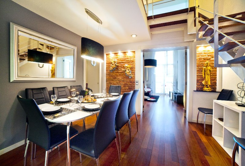 Exclusive duplex in Plaza Calanya at a walking distance from las Ramblas 2, vacation rental in Barcelona