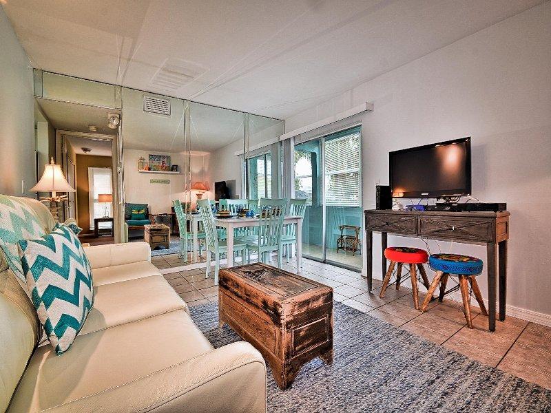 Haga la tierra en la acogedora sala de estar de Beach Landing.