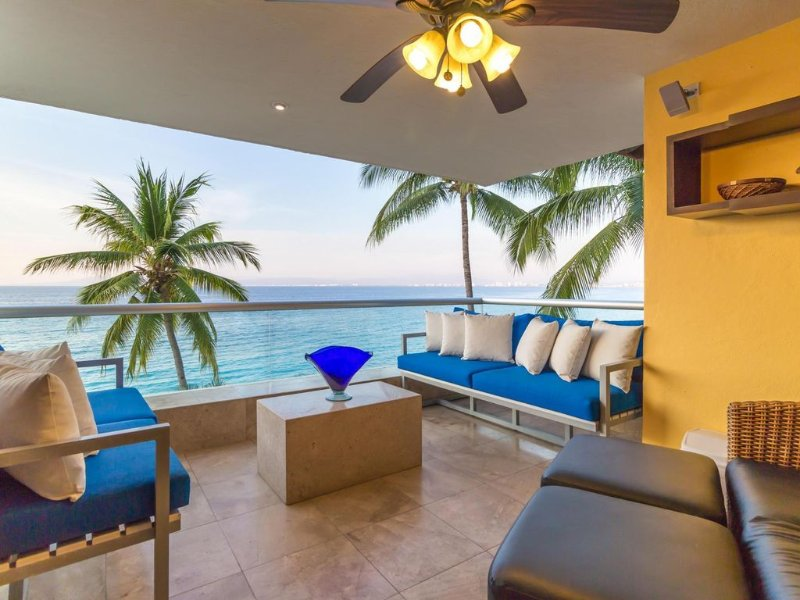 Live the good life at the beach in this beautiful 4/4 condo., holiday rental in Cabo Corrientes