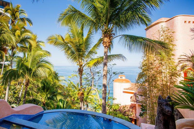 Villa de lujo frente al mar. Esta es la vista al entrar en la propiedad.
