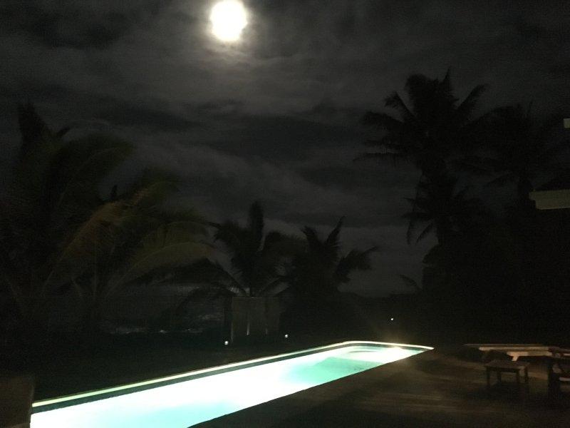 Salida de la luna en Hale Mar también es encantador