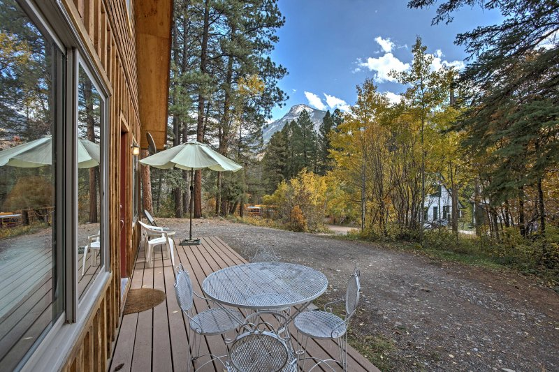 Delve into mesmerizing mountain views at this 1-bedroom + loft Marble vacation rental home!