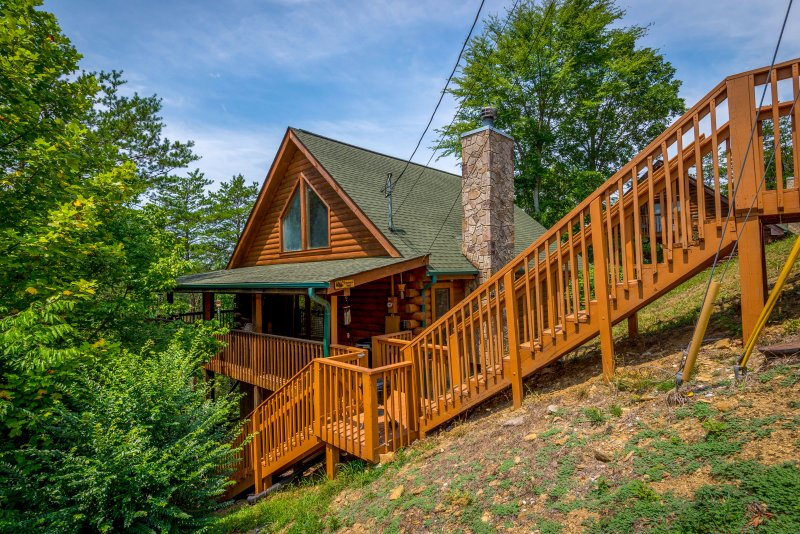 Escape to the Smokies at this 2-bedroom, 2-bathroom vacation rental cabin!