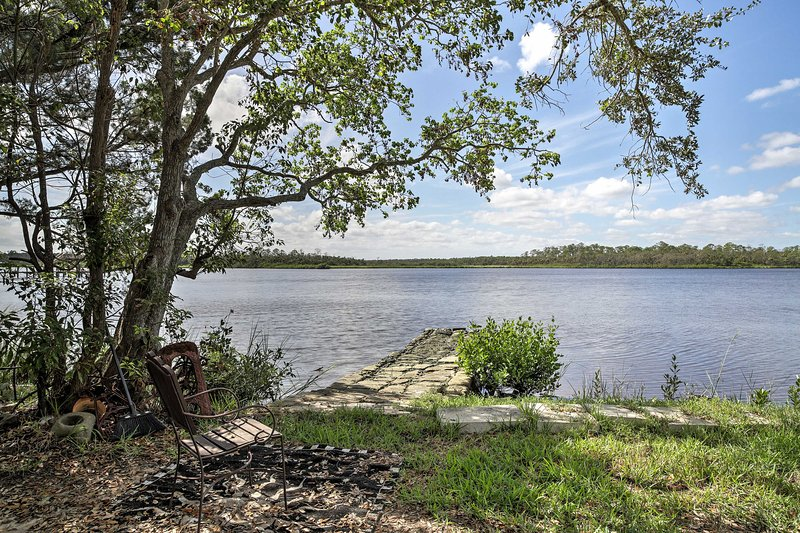 Discover Daytona Beach with up to 6 from this secluded Port Orange property!