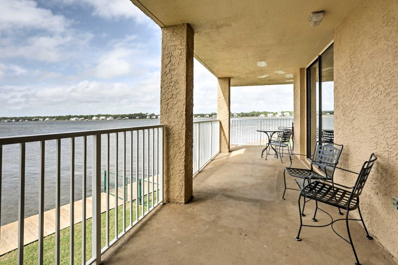 Admire beautiful sunsets over Little Lagoon from the wraparound balcony of this 1-bedroom, 1-bathroom vacation rental condo in Gulf Shores!
