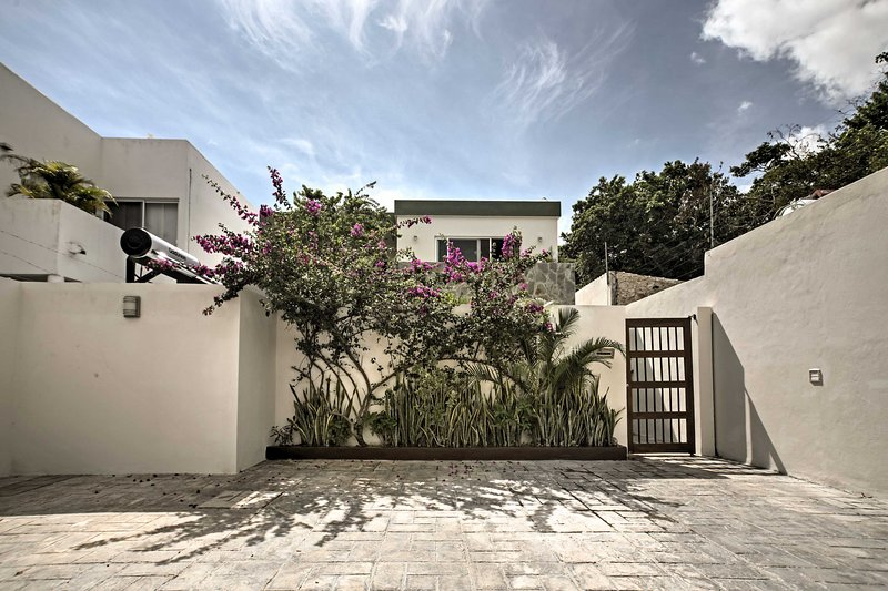 Diese wunderschöne Villa befindet sich unter den traditionellen Maya-Häusern.