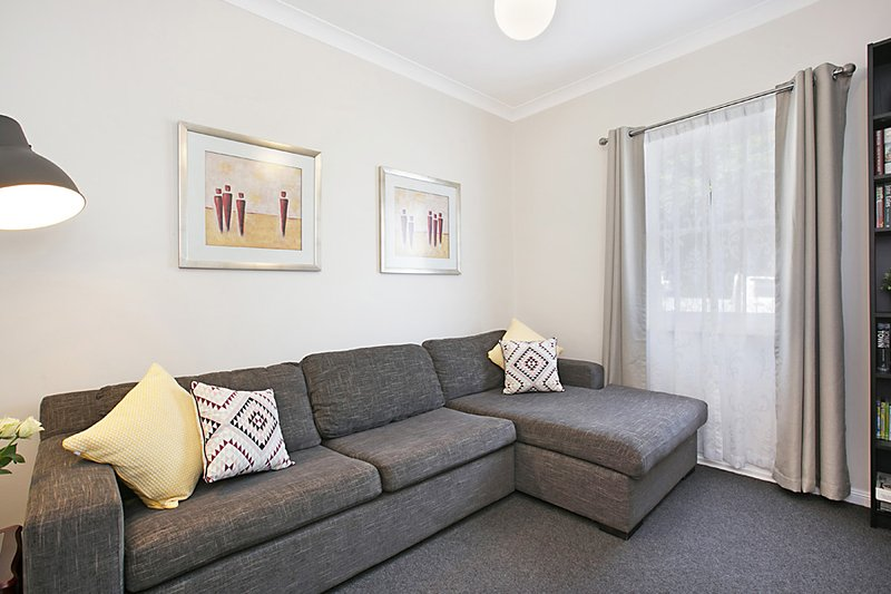 TV/Lounge: Offers an array of books, board games and a 60 inch TV with netflix.