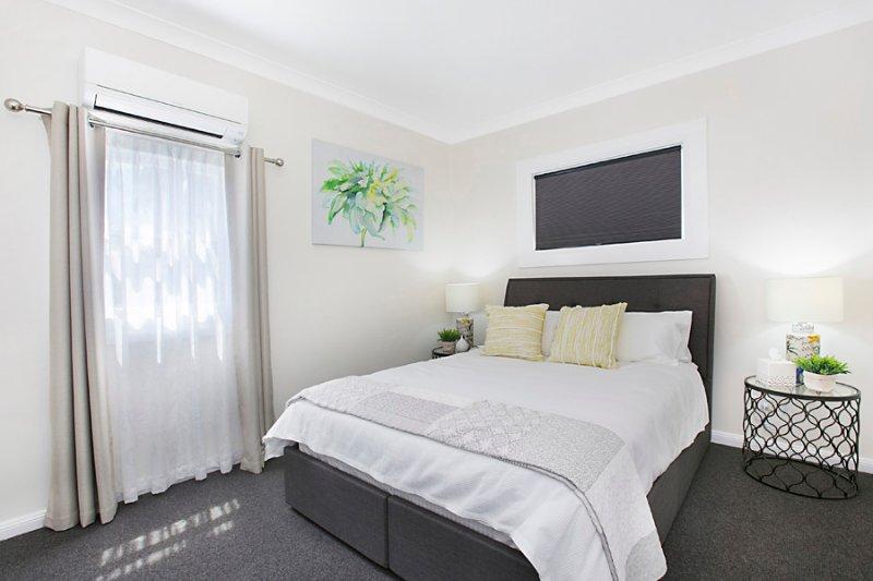 Bedroom 2: Queen size bed.
