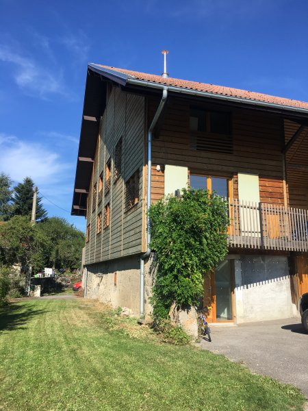 The Adventure House, casa vacanza a Saint-Paul-en-Chablais